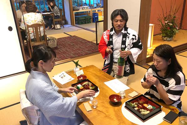 日本酒と割烹料理をたしなむ女子会